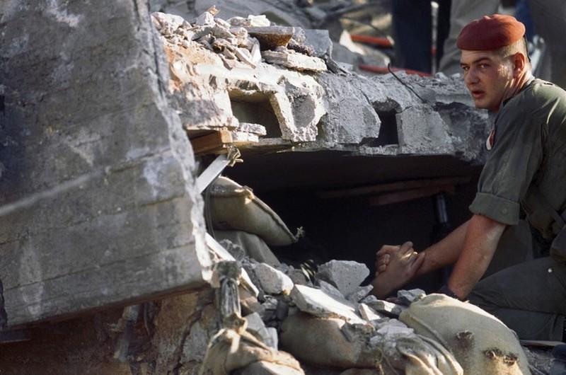 Le 30ème anniversaire de l'attentat du DRAKKAR 58 parachutistes des 1er et 9ème Régiment de Chasseurs Parachutistes écrasés sous les décombres