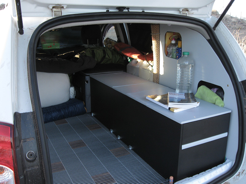 Le camping en duster for Interieur de camping car