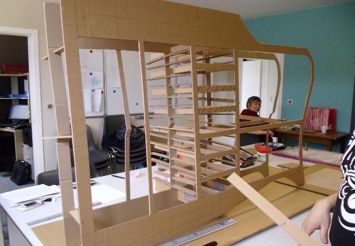 meubles en carton photo criture arts plastiques jardin communautaire logement et visites culturelles