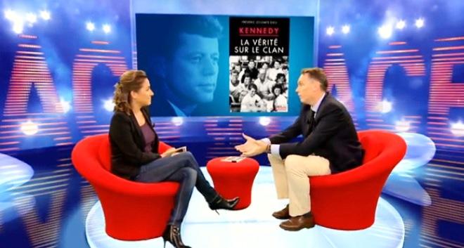 """Frédéric Lecomte-Dieu sur la chaîne RTL-TVI à l'occasion de la sortie de son livre """"Kennedy - La vérité sur le clan"""" (01.11.2013)"""