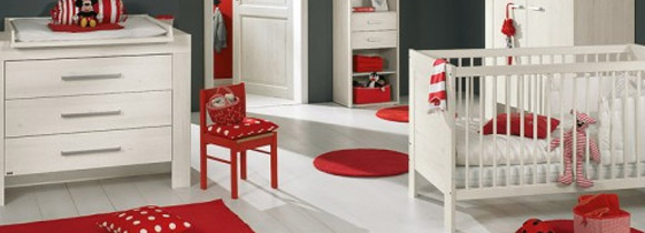 Chambre b b rouge for Chambre bebe 13 degres
