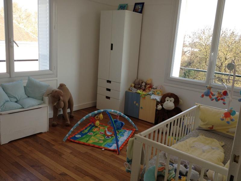 chambre b b rouge. Black Bedroom Furniture Sets. Home Design Ideas
