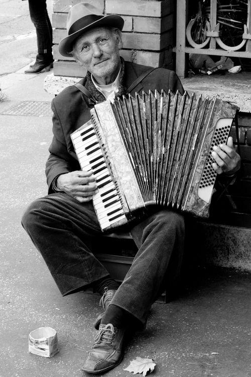 L'accordéoniste dans MOMENT DE VIE accord10