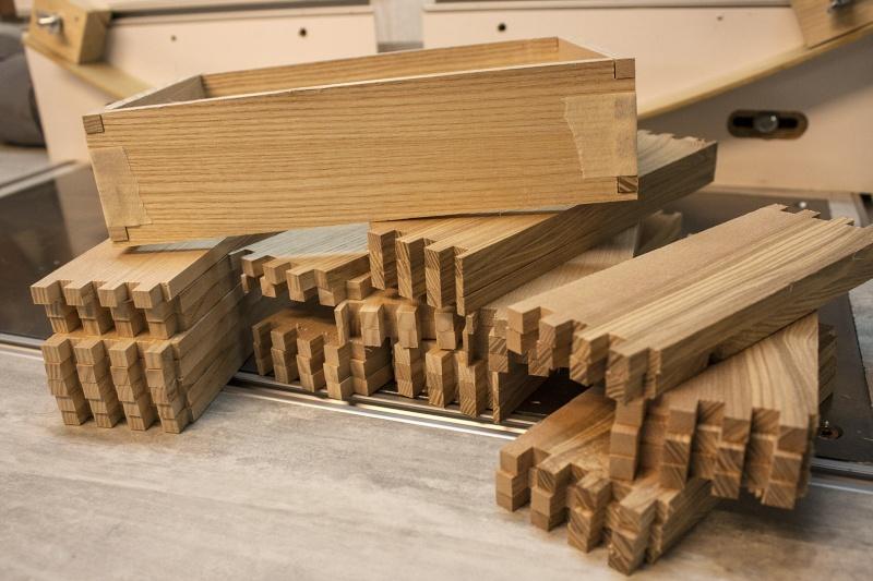 fabrication un meuble 9 tiroirs. Black Bedroom Furniture Sets. Home Design Ideas