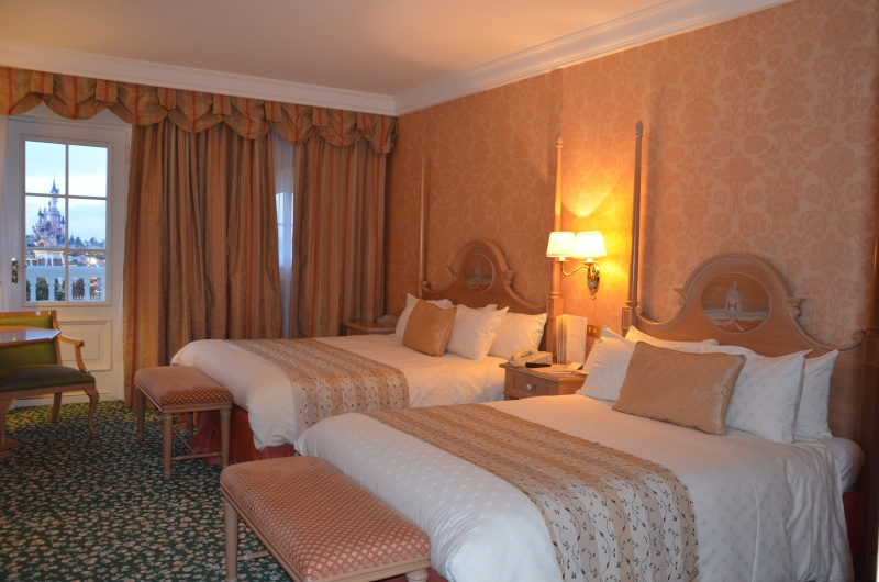 Chambre vue parc en castle club disneyland hotel go for Chambre castle club disneyland hotel
