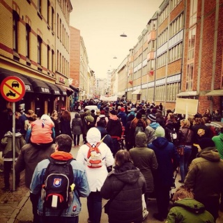 Le 16 mars, 2000 manifestants antifascistes à Goteborg, #KampäShowan