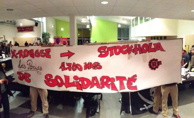 Banderole de soutien des antifascistes lyonnais lors du salon du livre libertaire du 23 novembre.