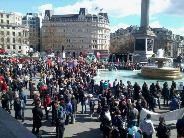 A Londres, environ 6000 antifascistes ont défilé jusque Trafalgar Square