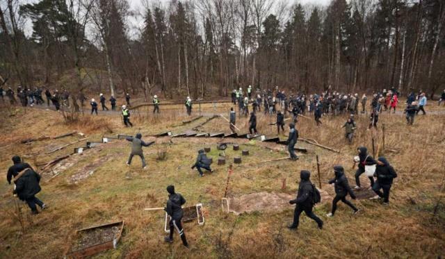 Les antifascistes poursuivent les fachos jusque dans les bois