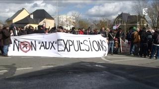 Manifestation contre toutes les expulsions devant le CRA de Saint-Jaques-de-la-Lande