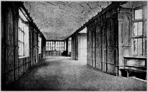 couloir manoir noir et blanc
